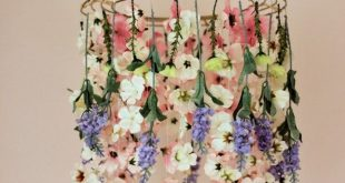 This DIY floral chandelier is perfect for your Mother's Day brunch, a weddin...