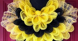 Be(e) READY for summer with this amazingly adorable DIY Bee Wreath Decor created...