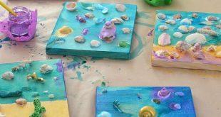 Muschelcollagen von Kindern mit klebrigem Klebstoff und flüssigem Aquarell.