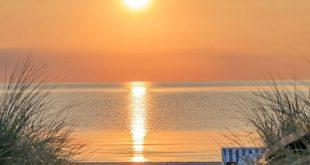 Strandzugang - Sonnenaufgang am Horizont in Scharbeutz